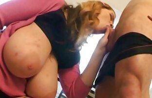 A rapariga excitada cam porno ao vivo gratis recebe uma foda dura do seu mestre.