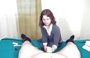 A secretária japonesa do Busty faz um femei zofile broche desleixado.