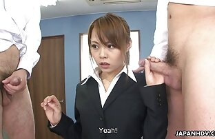 A rapariga do ébano é sexo olaine grates espancada numa sala de teatro a sério.