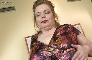A Tgirl em videos sexo online grátis lingerie de látex é chupada.