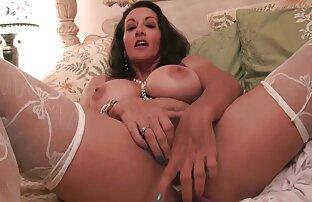 A maravilhosa milf loira adora vídeos online grátis de sexo foder mulheres boazonas.
