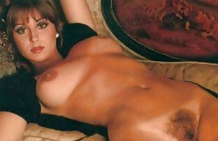 Um grande Xemale a masturbar-se com a sua carne numa placa filmulete xxx online gratis de granito.