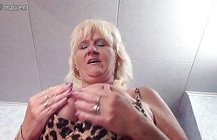 Quente e incomodado cão porno cu funduri mari Moreno bateu na sua cama