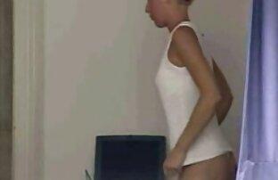 A criada excêntrica monta uma porno ao vivo grátis Pila grande por uma gorjeta maior.