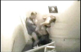 A exibicionista grávida Katerina fica filmepotno gratis nua em público!